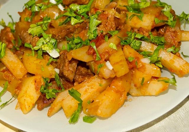 азу из говядины с солеными огурцами с картошкой