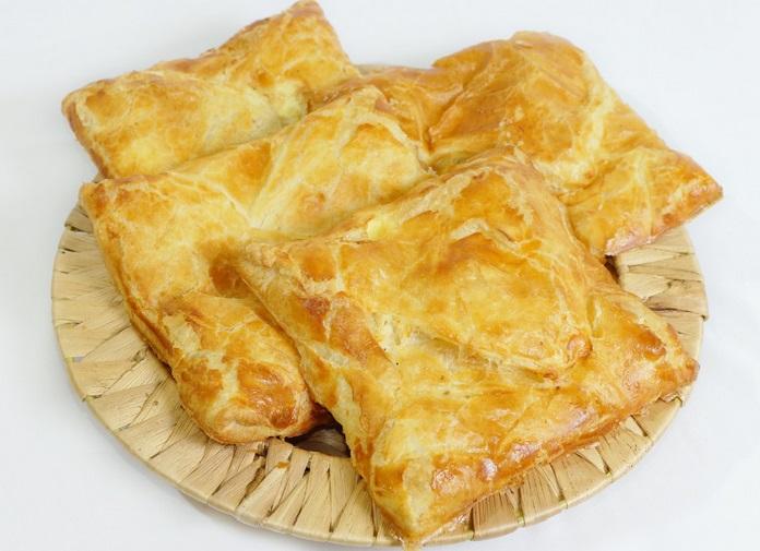 хачапури с сыром из слоеного теста в духовке рецепт с фото пошагово