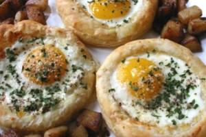 Omlet v gnezde po-francuzski