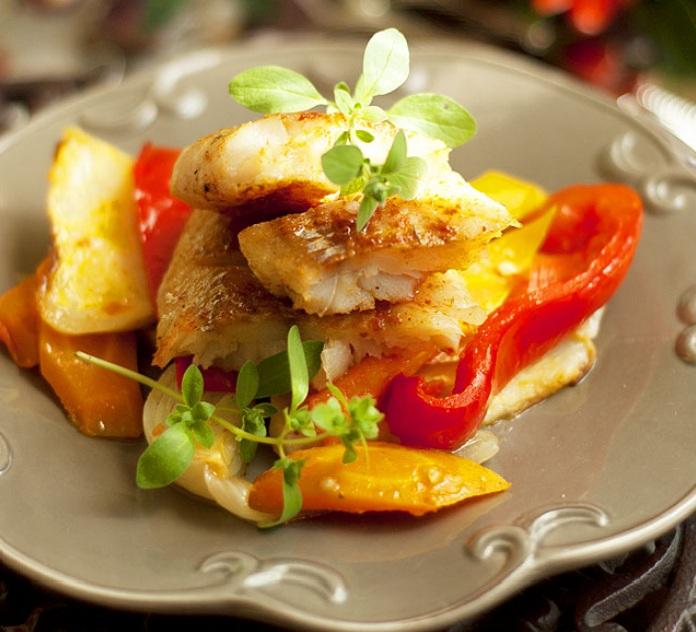Треска запеченная в духовке с овощами с пошагово