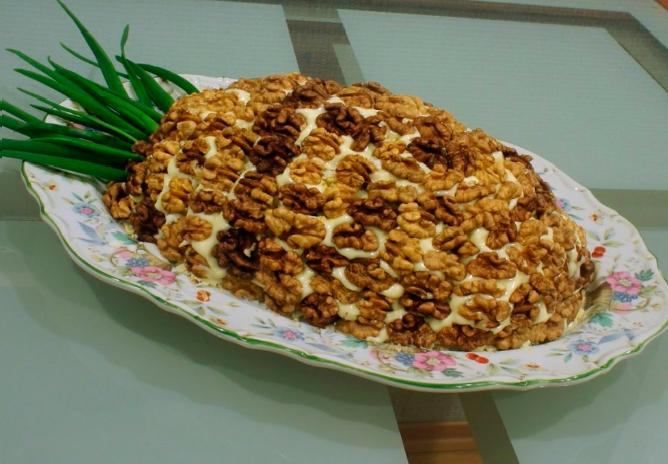 Салат с грецкими орехами курицей и ананасом рецепт пошагово 9
